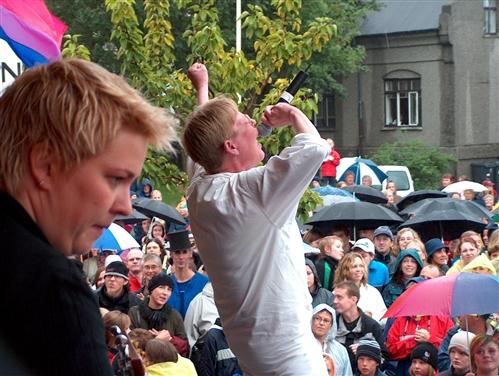 Stella treður upp á Hinsegin dögum 2003