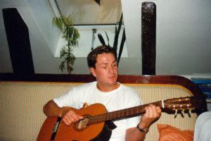 Donni Spila Gitar